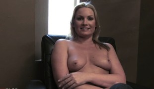 Gorgeous blonde cougar Flower Tucci loves to get drenched not far from hot piss