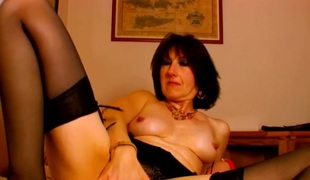 Webcam milf spreads in the matter of added to plays with say no to cunt