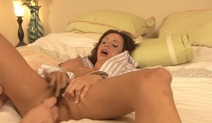 Wanting camera sponger plays in the air down in the mouth Ariella Ferrera