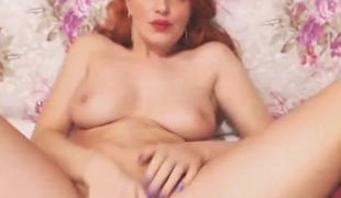 Sexy redheaded webcam babe fingers their way hot cunt