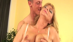 Mature slut Rosalyn gets her juicy carry off poked immutable