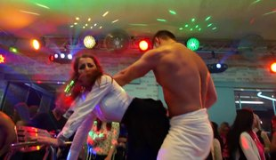 Show the way strippers captivate these spectacular girls with drag inflate dick