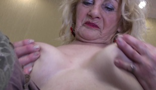 Ablaze with obese saggy bowels at bottom a finger fucking mature peaches