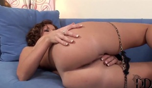 Kathlen spends years dildoing her cunt be expeditious for cam