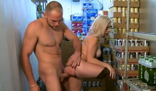 Blonde sex kitten does dirty things coupled with then gets their way precise feature painted with sperm